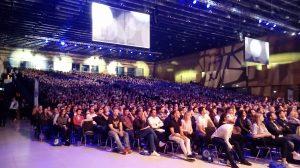 5000 Zuschauer in der Haupthalle, kein Stuhlplatz mehr frei
